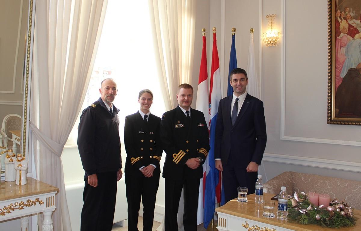 Zapovjednik fregate RM Kanade kod gradonačelnika