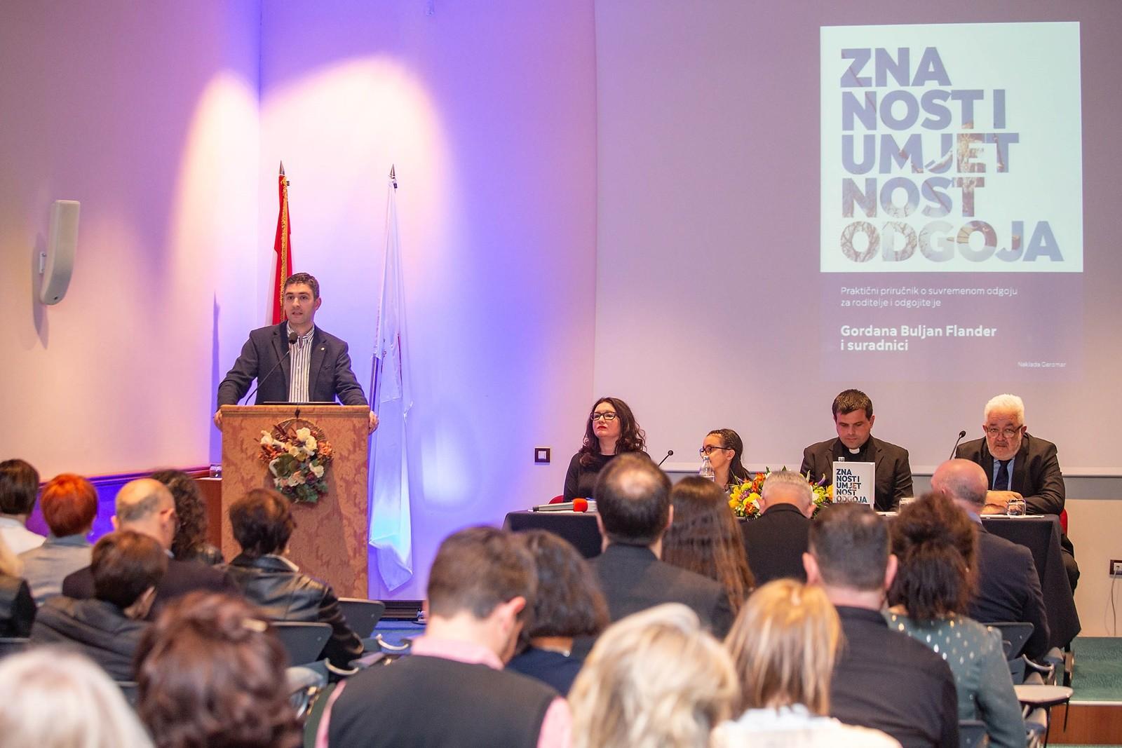 Gradonačelnik Franković na promociji knjige o suvremenom odgoju