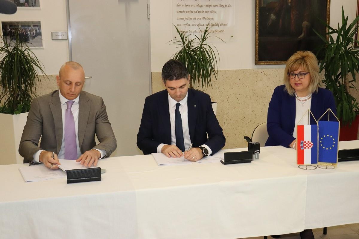 Potpisan ugovor za energetsku obnovu OŠ Ivana Gundulića