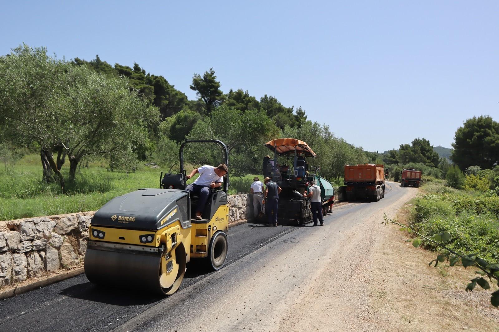 Uređuje se 2,5 kilometra duga dionica ceste Suđurađ-Šipanska Luka