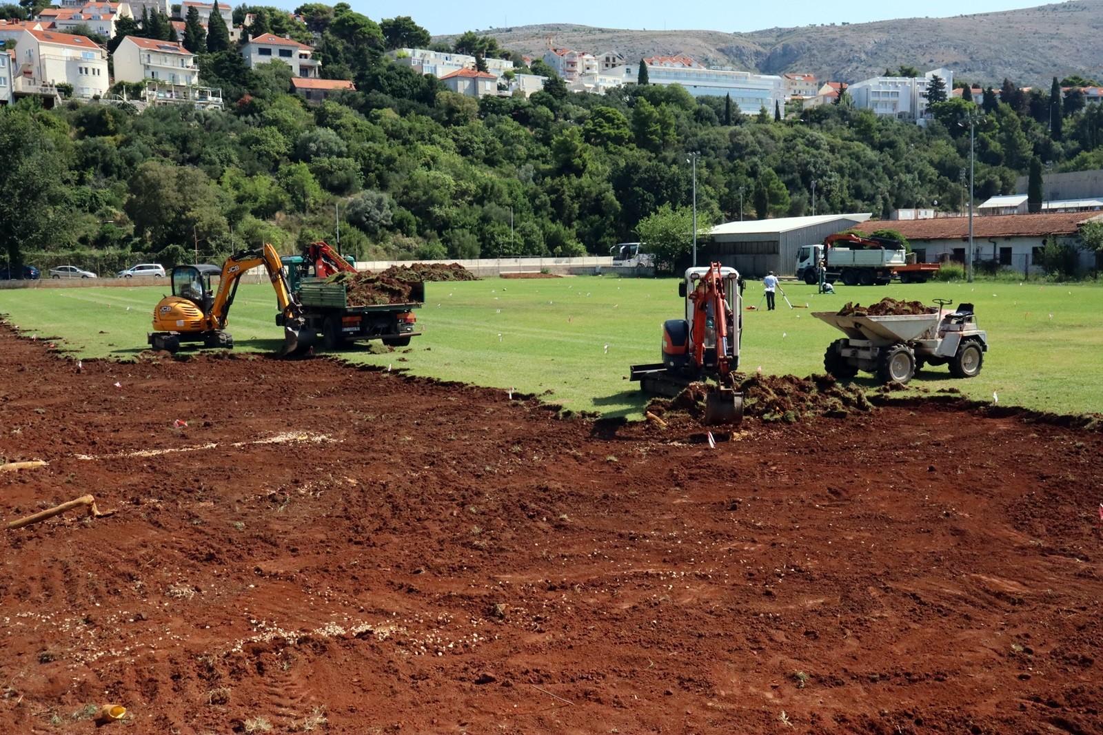 U Gospinom polju novi nogometni teren s umjetnom travom