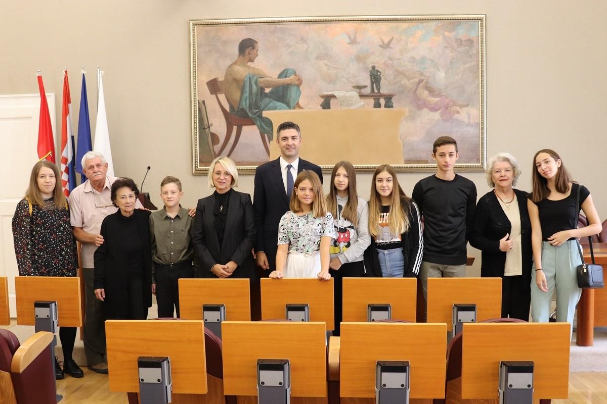 Predstavnici Dječjeg foruma i Dječjeg gradskog vijeća na prijemu u Gradu