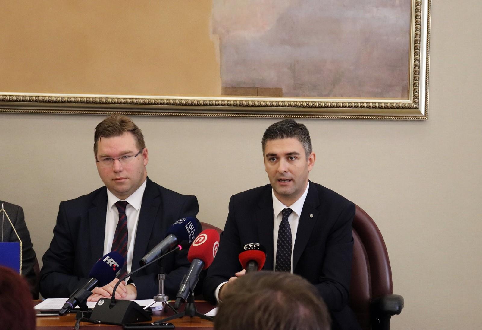 Ministar Pavić uručio tri ugovora o dodatnom sufinanciranju EU projekata