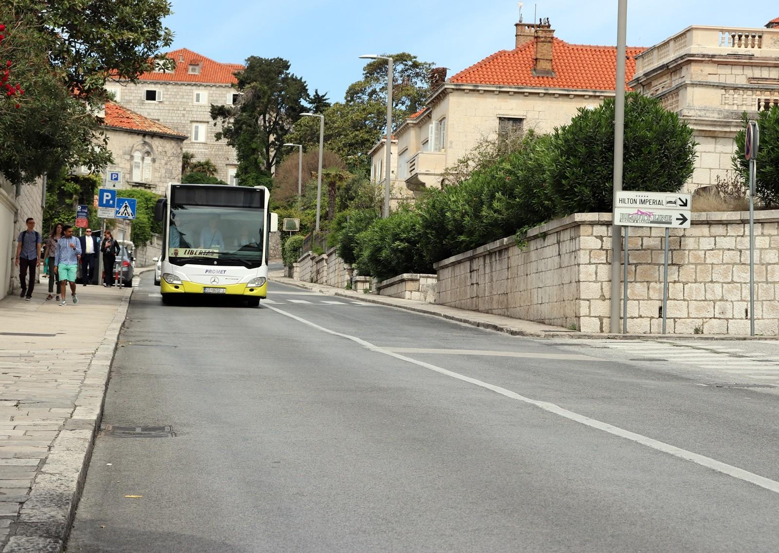 Smjerom Dom zdravlja - Pile samo vozila javnog prijevoza