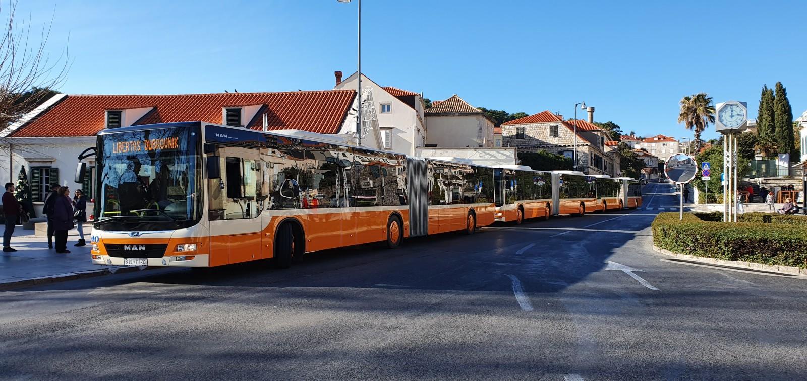 STIGLE 'HARMONIKE' Prvi đir novim zglobnim autobusima