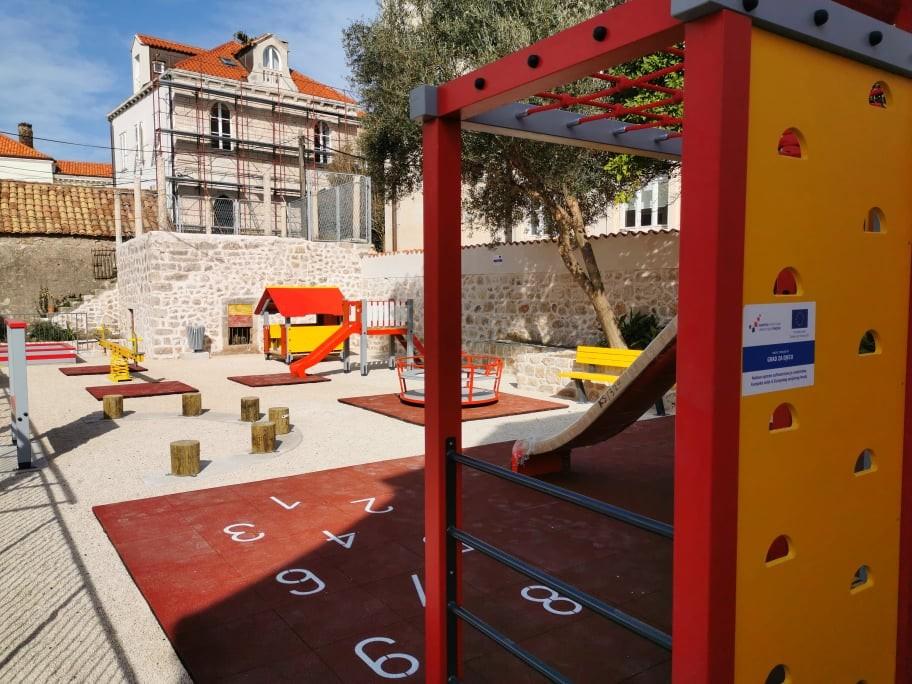 Europskim sredstvima nabavljena oprema za igralište Dječjeg vrtića Pile