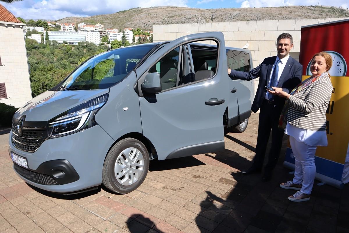 Gradonačelnik uručio ključeve novog vozila za Caritas
