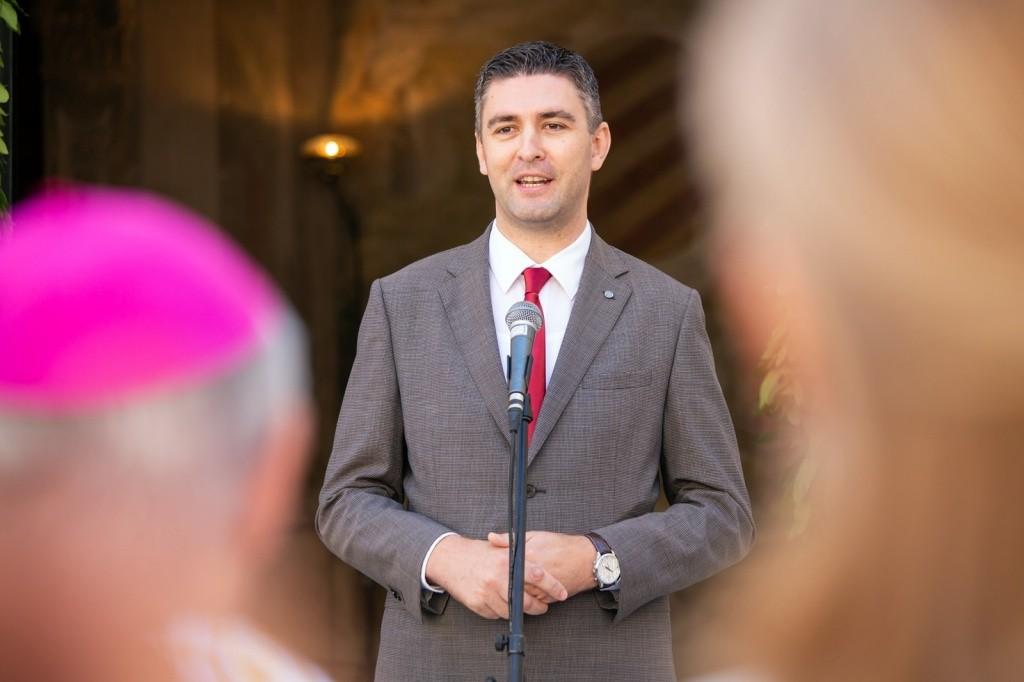 Čestitka i zahvala gradonačelnika Mata Frankovića mons. Mati Uziniću