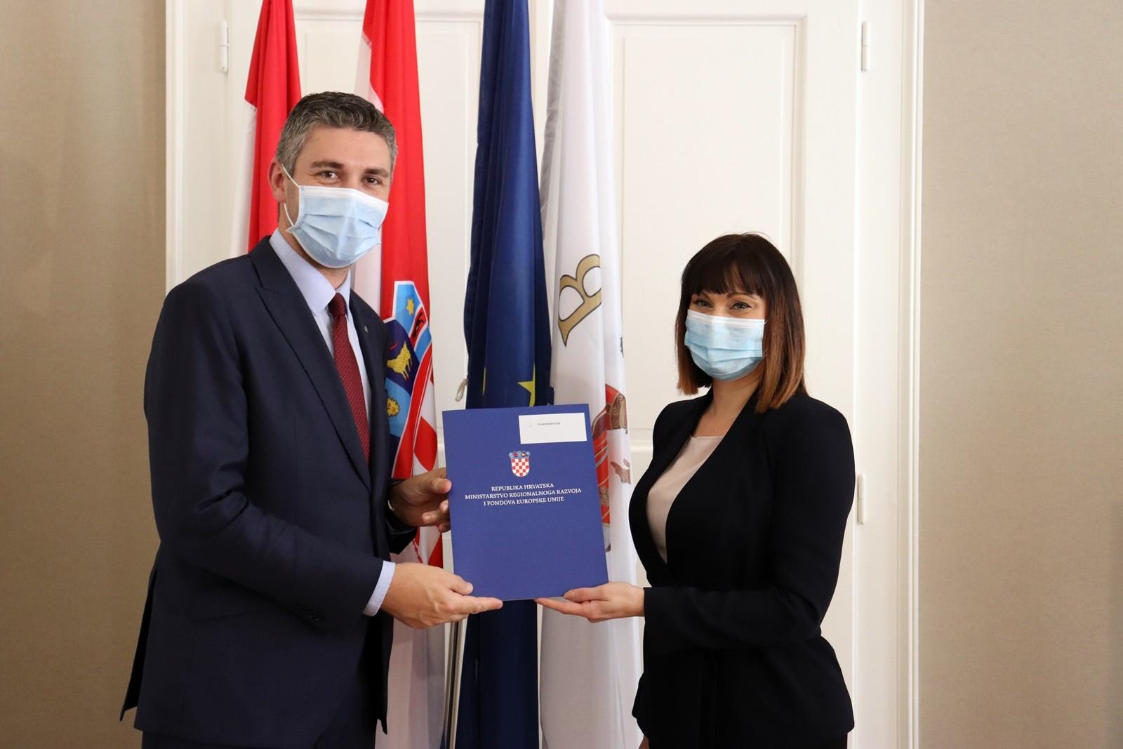 Uručen ugovor o sufinanciranju adaptacije i sanacije zgrade Doma kulture na Koločepu