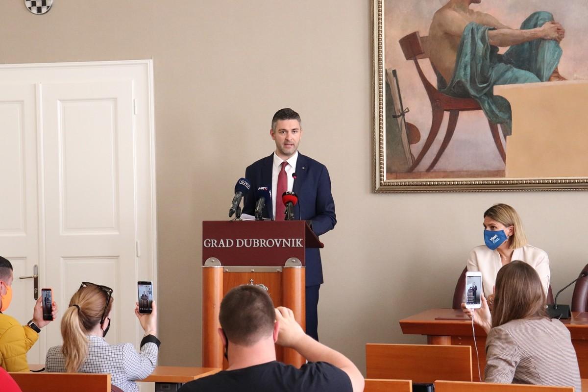 Gradonačelnik Franković: Samo najobičniji jadnici koriste djecu za političku borbu