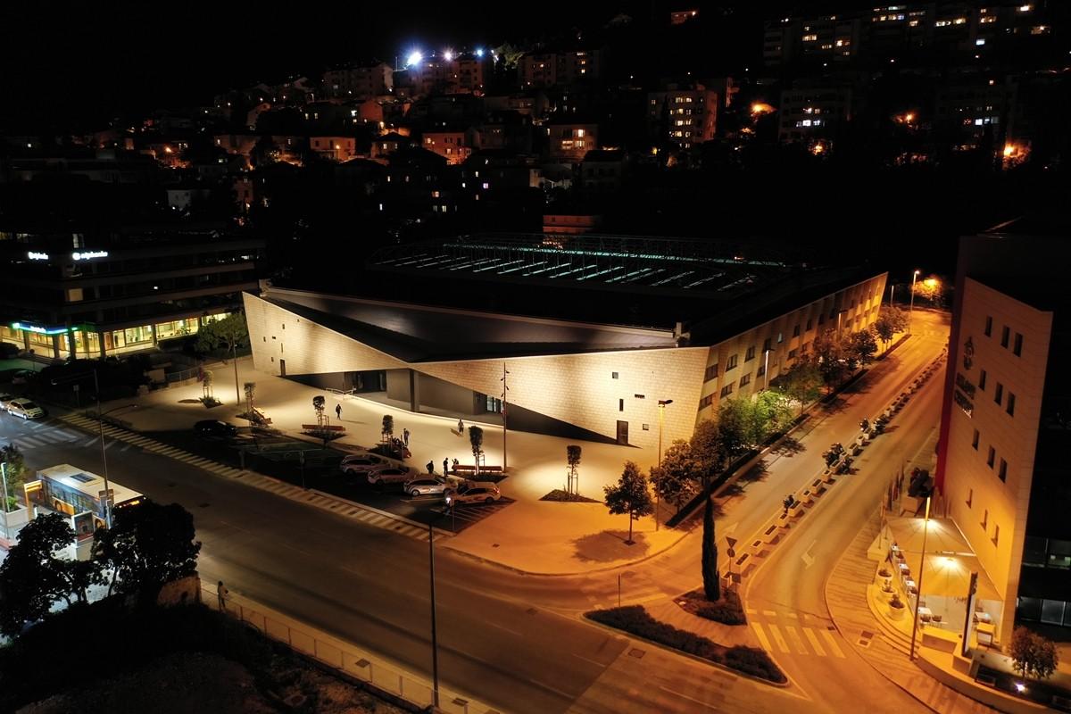 Gradonačelnik obišao završene radove na zgradi gradskog bazena u Gružu