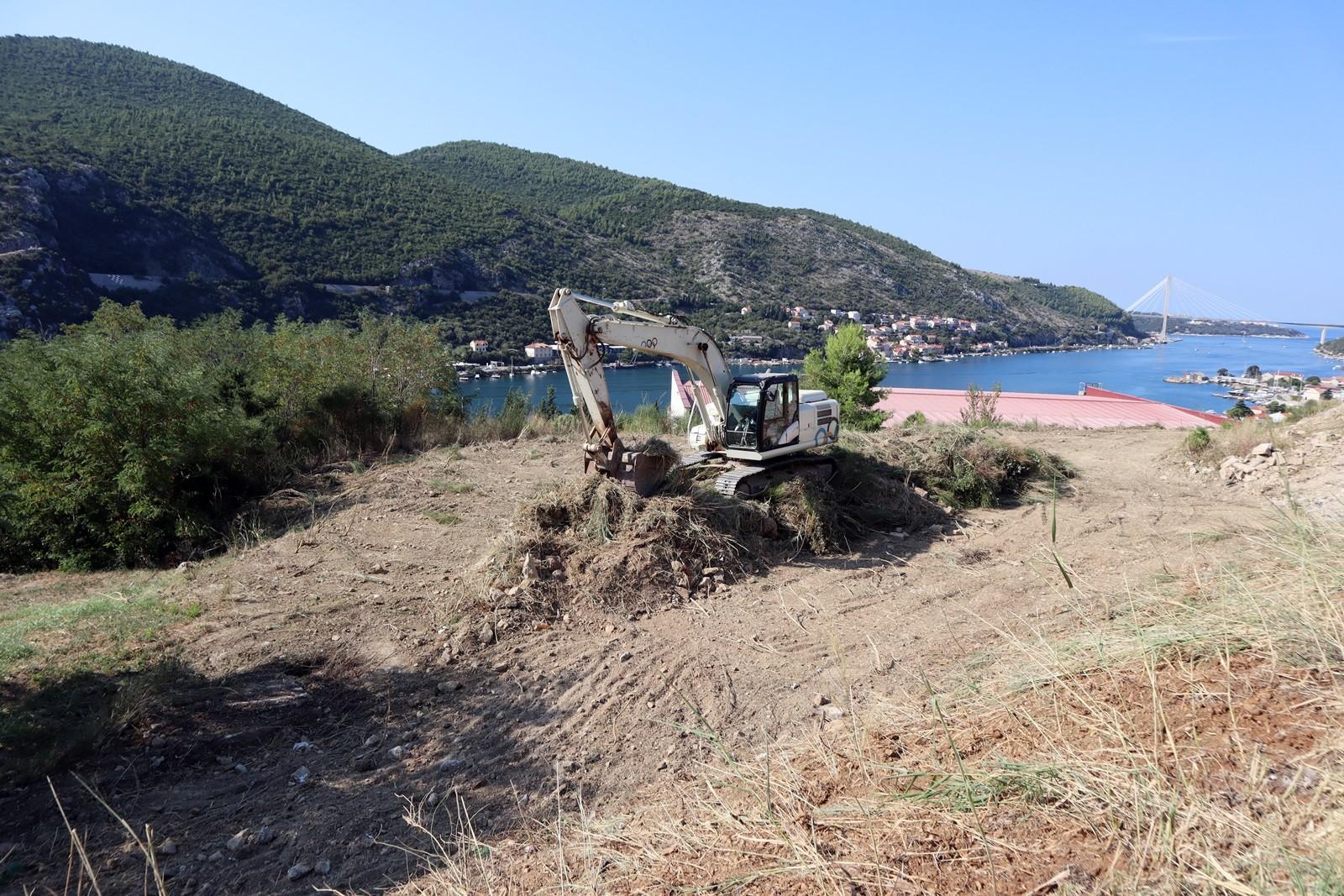 Počela izgradnja novog parkirališta s kružnim tokom u Mokošici