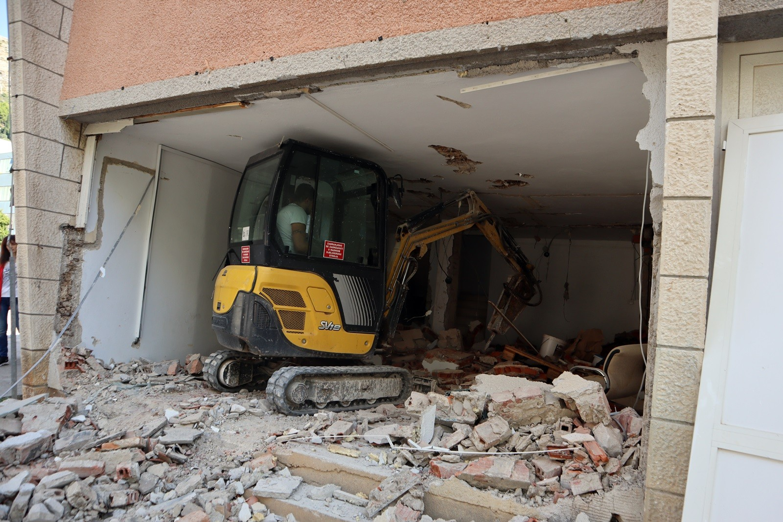 EX-HOTEL STADION Počeli radovi na rekonstrukciji zgrade gradskog bazena