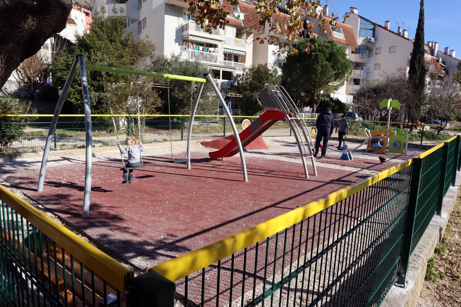 Uređeno dječje igralište kod pedijatrijske ambulante u Mokošici