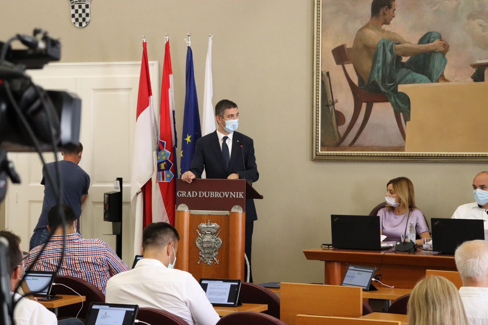 Grad Dubrovnik zakupcima poslovnih prostora i javnih površina kroz smanjenje fakturiranih usluga samo u srpnju pomogao s iznosom od gotovo 4 milijuna kuna